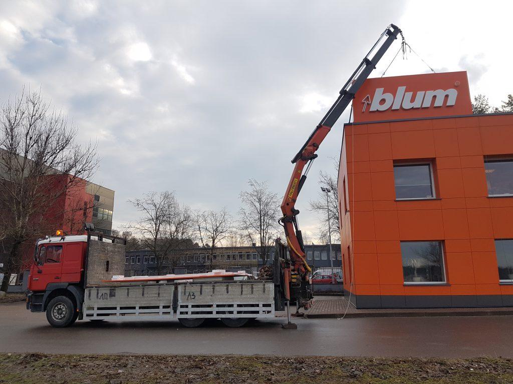 Krovinių pervežimas su fiskaru. Konstrukcijų montavimas.